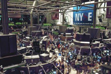 含み損が広がって来た。長期投資用の株は日経と逆の動きをして買えなくなってきた。